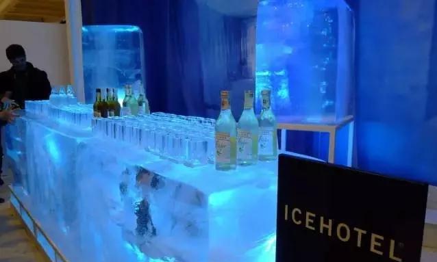 Ice Hotel内的吧台