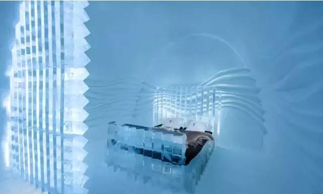 Ice Hotel内的冰床