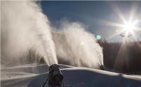 呼伦贝尔扎兰屯金龙山滑雪场造雪