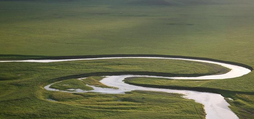 呼伦贝尔大草原莫日格勒河和金帐汗蒙古部落景区
