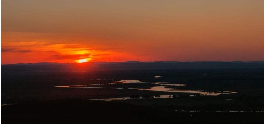额尔古纳黑山头的日落
