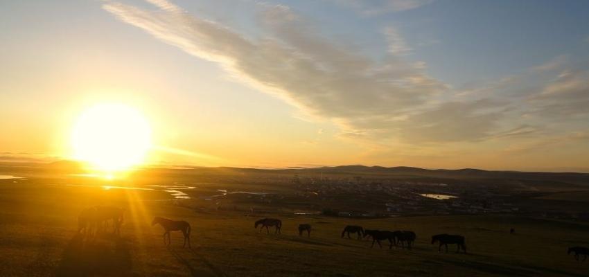 呼伦贝尔额尔古纳黑山头的日落美景