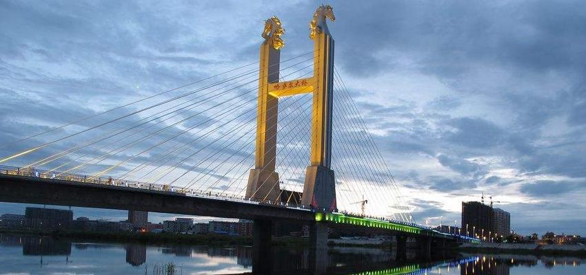 呼伦贝尔海拉尔哈萨尔斜拉大桥在哪夜景美如画