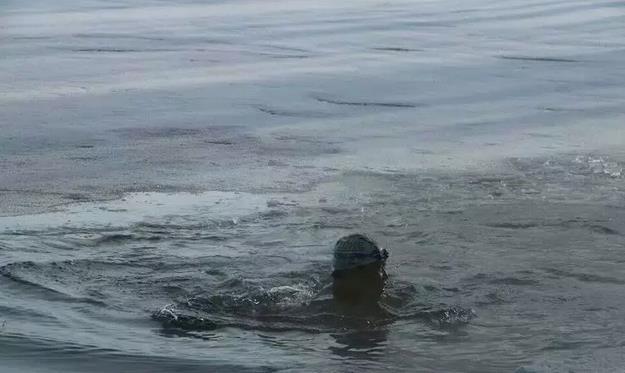 根河冬泳第一人