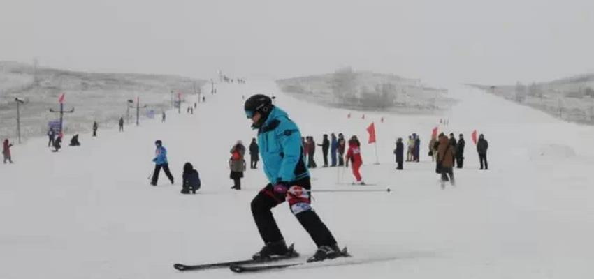 呼伦贝尔牙克石凤冠滑雪