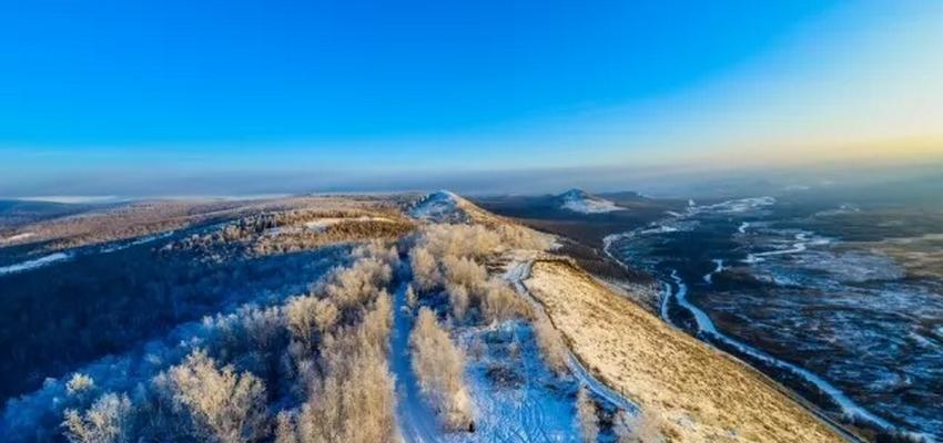 根河得耳布尔卡鲁奔国家湿地公园卡鲁奔山