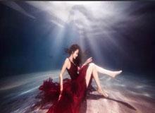 呼伦贝尔水下实体婚纱摄影海洋精灵水下摄影