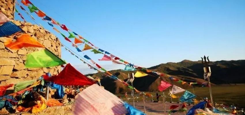 巴尔虎草原宝格德乌拉圣山祭祀
