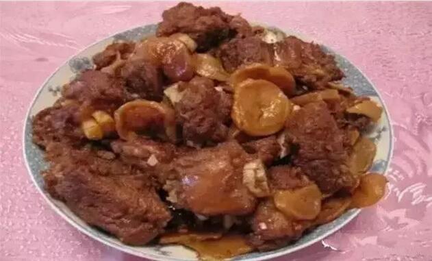大兴安岭林区的土豆炖排骨
