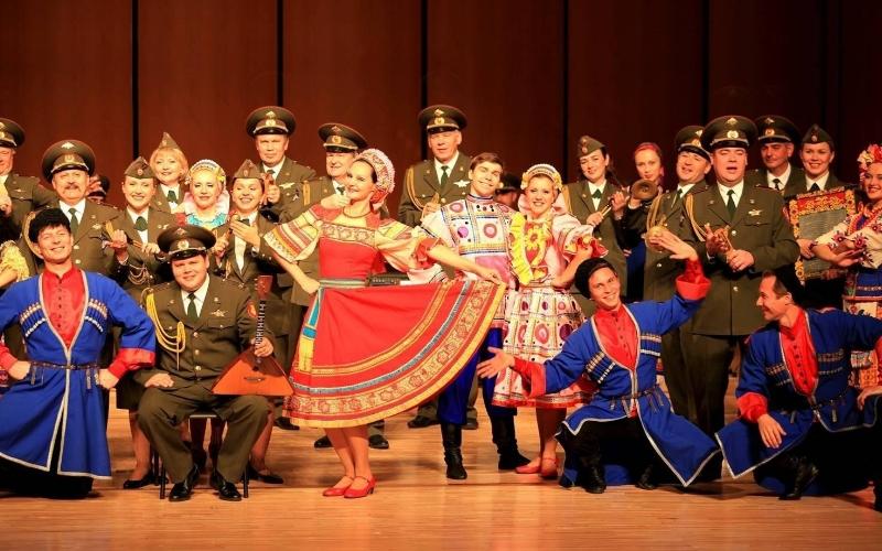 呼伦贝尔大草原俄罗斯歌舞表演