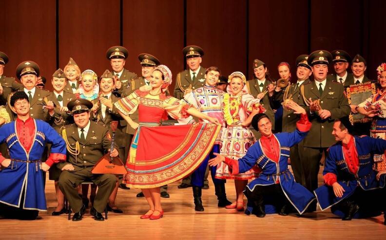 呼伦贝尔大草原俄罗斯歌舞表演图片