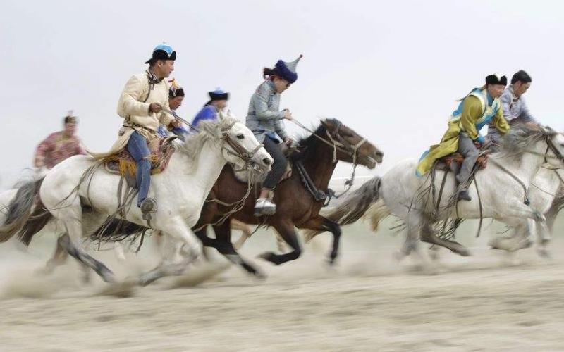 呼伦贝尔大草原蒙古赛马图片