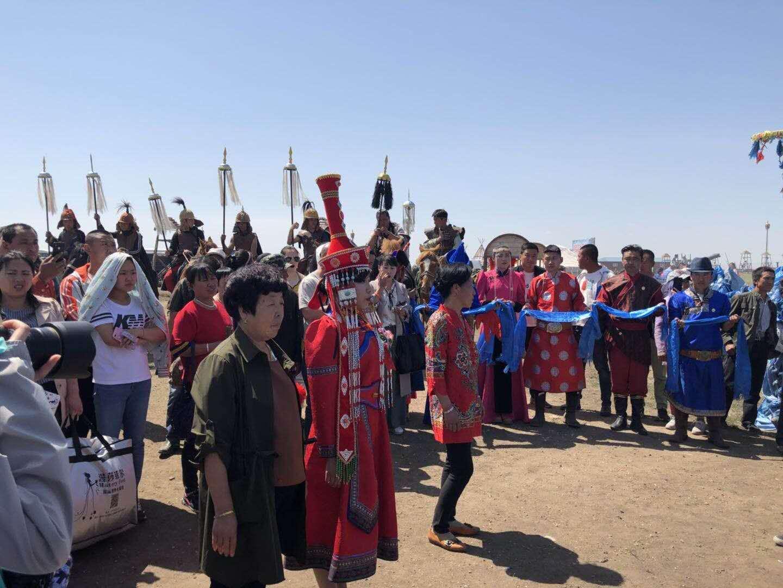 震撼,让每个蒙古族女孩都羡慕的蒙古婚礼图片