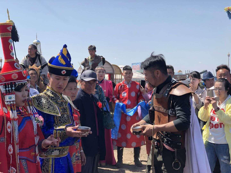 震撼,让每个蒙古族女孩都羡慕的蒙古族婚礼