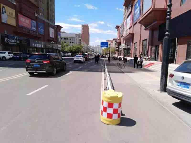 海拉尔城市道路换新颜交通护栏再整容情况介绍