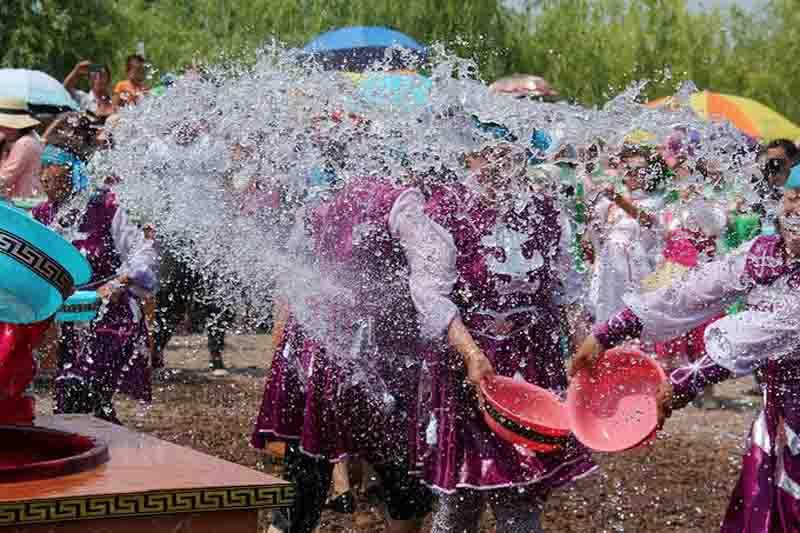 达翰尔民族节日--瑟瑟仪图片