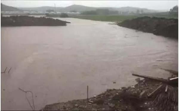 301国道甘博段K1019+746甘博5号桥发生水毁交通中断情况