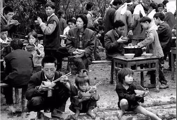 呼伦贝尔70年代农村吃饭老照片