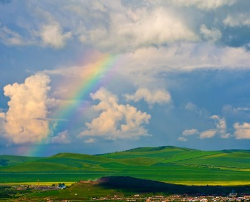 呼伦贝尔大草原下雨影响旅游吗?