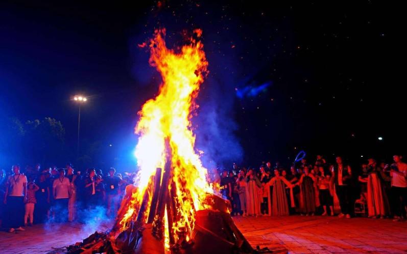 呼伦贝尔篝火晚会好玩吗?哪里有篝火晚会?