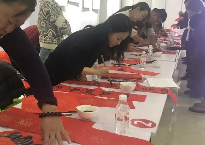 满洲里市文联、市书法家协会开展迎春送福活动情况