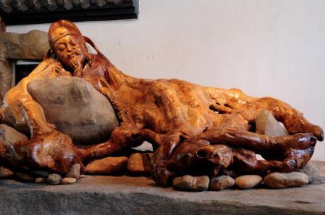 呼伦贝尔特产介绍之木雕根雕