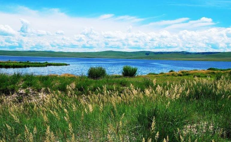 呼伦贝尔大草原上美丽的诺干湖